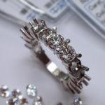 ハーフエタニティリングのカラ枠とダイヤモンドルース