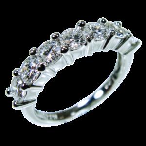 ハーフエタニティリングよりも少ないダイヤモンド