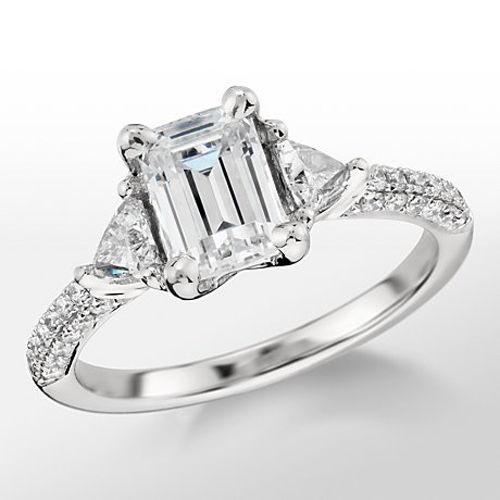 スリーストーの婚約指輪(エンゲージリング)