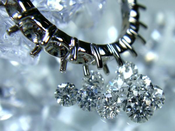 カラ枠とメレダイヤ