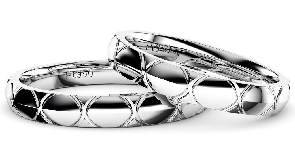 シンプルでカッコいい結婚指輪・プラチナのペアリング「トルテュ・ド・メール」重ね置き拡大写真