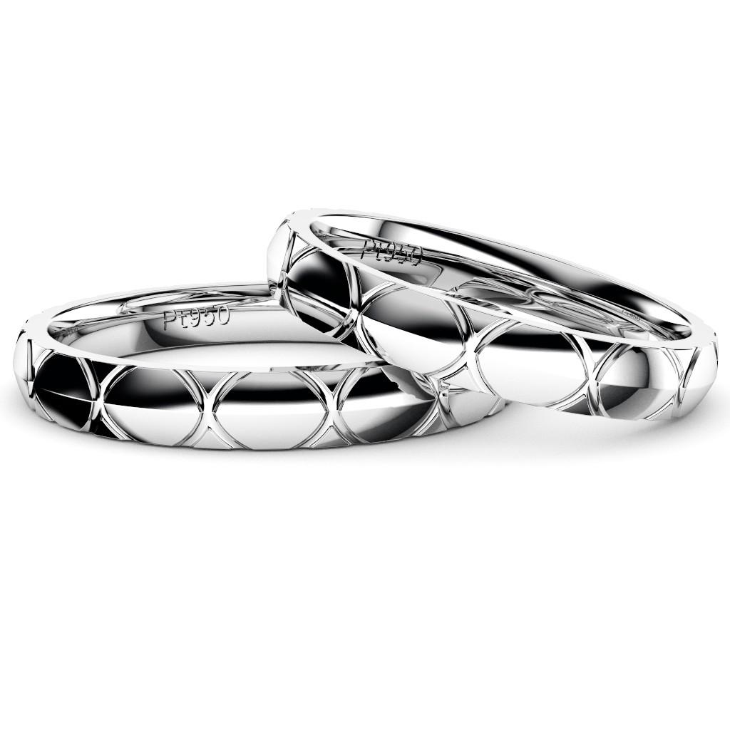シンプルでカッコいい結婚指輪・プラチナのペアリング「トルテュ・ド・メール」重ね置き写真