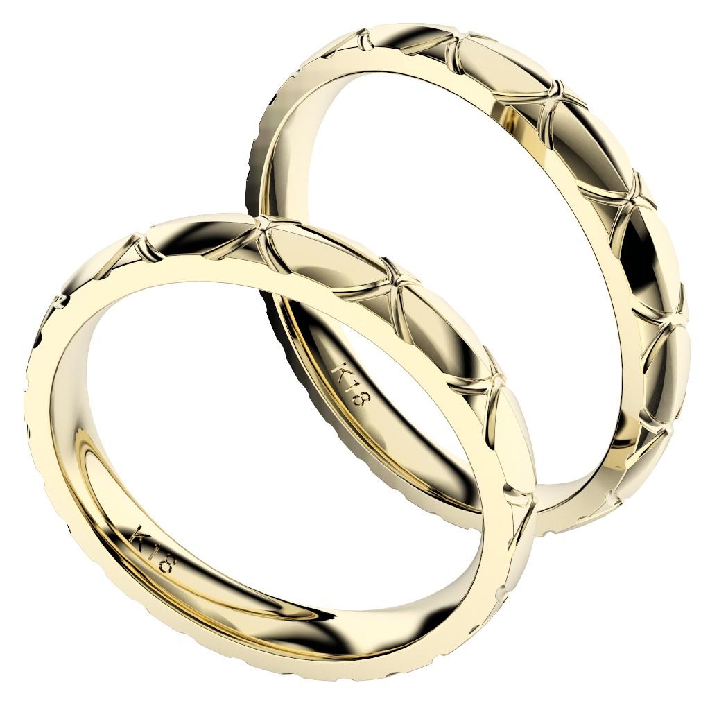 シンプルで個性的な結婚指輪、2019年新作デザイン・トルテュ・ド・メール、リング素材はイエローゴールド、ペアで縦置き、横からの写真