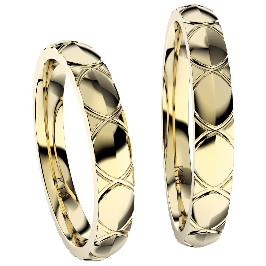 シンプルで個性的な結婚指輪、2019年新作デザイン・トルテュ・ド・メール、リング素材はイエローゴールド、ペアで縦置き正面からの写真