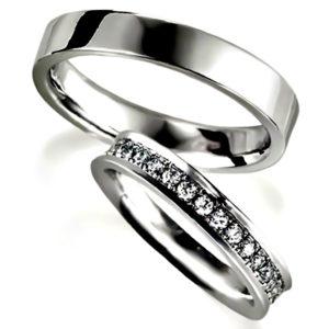 プラチナのペア結婚指輪、女性用はエタニティリング、男性用は、平打ち内甲丸