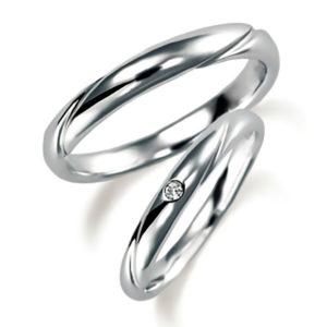 プラチナのペア結婚指輪、女性用はダイヤモンド入り