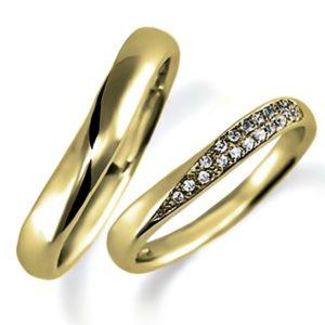 イエローゴールドのペア結婚指輪、女性用はパヴェ風にダイヤモンド入り