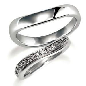 プラチナのペア結婚指輪、女性用はパヴェ風にダイヤモンド入り