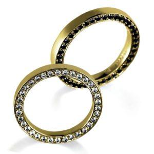 サイドエタニティ・イエローゴールドのペア結婚指輪、女性用はダイヤモンド入り