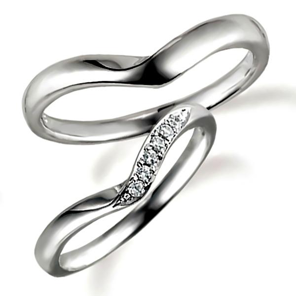 V字・プラチナのペア結婚指輪、女性用はダイヤモンド入り