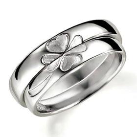 石なし合わせるとハート(四つ葉のクローバー)になるプラチナのペア結婚指輪、ペアで組み合わせるとハートマークになる