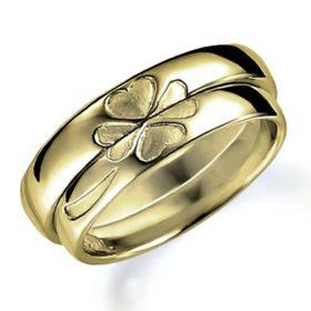 石なし合わせるとハート(四つ葉のクローバー)になるイエローゴールドのペア結婚指輪、ペアで組み合わせるとハートマークになる