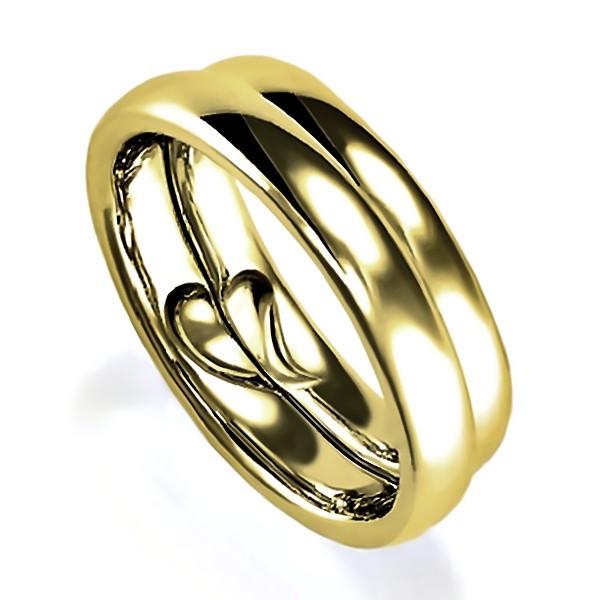 合わせるとリンング内側がハートになるイエローゴールドのペア結婚指輪、