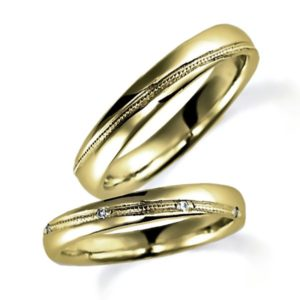 甲丸、イエローゴールドでミルうち加工のペア結婚指輪、女性用ダイヤモンド入り