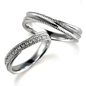 プラチナでミルうち加工のペア結婚指輪、ウエーブデザイン、女性用ダイヤモンド入り