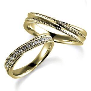ミルうち加工のイエローゴールド、ペア結婚指輪、ウエーブデザイン、女性用ダイヤモンド入り