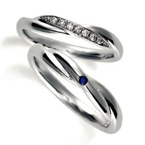プラチナのペア結婚指輪、クロスデザイン、女性用ダイヤモンド入り