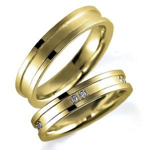 イエローゴールドのペア結婚指輪、女性用のみダイヤモンド入り