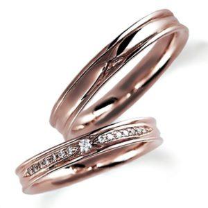 ピンクゴールドのペア結婚指輪、平打ち内甲丸。女性用のみダイヤモンド入り