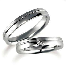 プラチナのペア結婚指輪、平打ち内甲丸、女性用のみダイヤモンド入り