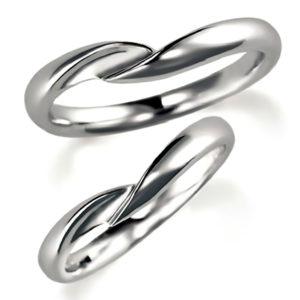 石なしプラチナのペア結婚指輪、抱き合わせアーム
