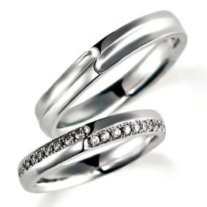 女性用はエタニティリングタイプ、プラチナのペア結婚指輪、平打ち内甲丸