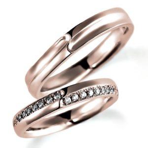 ピンクゴールドのペア結婚指輪、平打ち内甲丸、女性用のみダイヤモンド入り