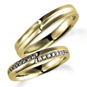 イエローゴールドのペア結婚指輪、平打ち内甲丸、女性用のみダイヤモンド入り