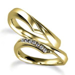 イエローゴールドのペア結婚指輪、抱き合わせアーム、女性用のみダイヤモンド入り