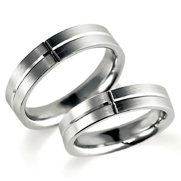 石なしプラチナのペア結婚指輪、平打ち内甲丸、男女ともシンプル