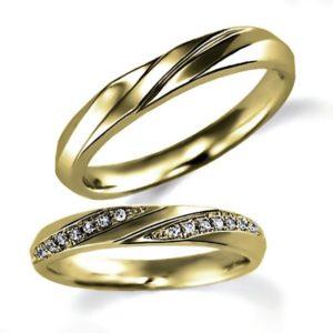 イエローゴールドのペア結婚指輪、シンプルデザイン、女性用のみダイヤモンド入り、男性用はシンプル