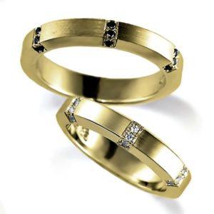 イエローゴールドのペア結婚指輪、平打ちリングのシンプルデザイン