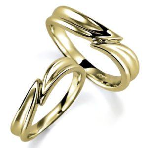 石なしイエローゴールドのペア結婚指輪、ひねり腕デザイン