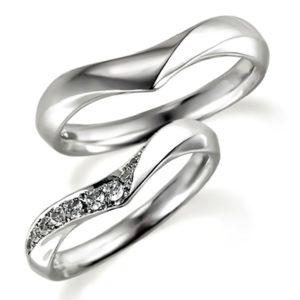 プラチナのペア結婚指輪、V字アーム、女性用はダイヤモンド入り