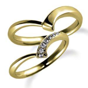 イエローゴールドのペア結婚指輪、抱き合わせアーム、女性用はダイヤモンド入り