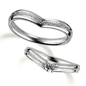 プラチナのペア結婚指輪、V字アームデザイン、