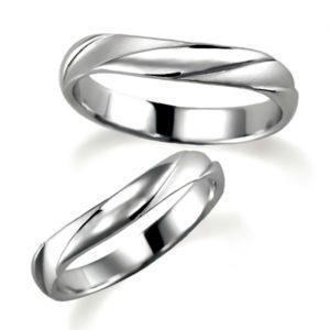 石なしプラチナのペア結婚指輪、説明のつなかい特殊な形