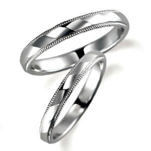 石なしプラチナのペア結婚指輪、両方ともミルうち加工を施しています。