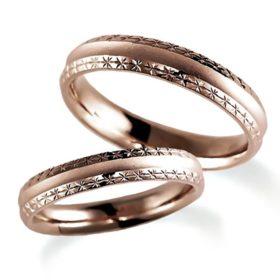 ピンクゴールドのペア結婚指輪、甲丸リング、リングの外側両方に彫り加工