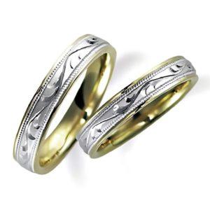 プラチナのペア結婚指輪、内側はイエローゴールド。両方とも彫り加工を施しています。