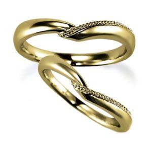 イエローゴールドのハート型、ペア結婚指輪、一部ミルうち加工