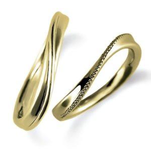 石なしイエローゴールドのペア結婚指輪・ウエーブ、ミルうち加工とシンプル