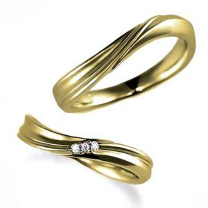 イエローゴールドのペア結婚指輪・ウエーブ、ダイヤモンド入りとなし