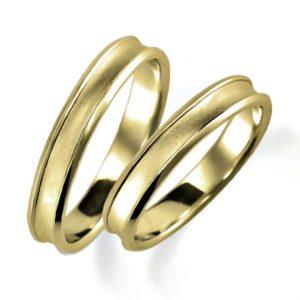 イエローゴールドのペア結婚指輪・逆甲丸リング
