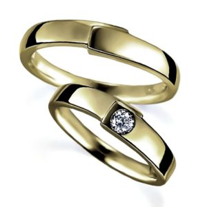 イエローゴールドのペア結婚指輪・甲丸リング、女性用はダイヤモンド入り