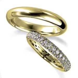 イエローゴールドのペア結婚指輪・エタニティリングと甲丸リング