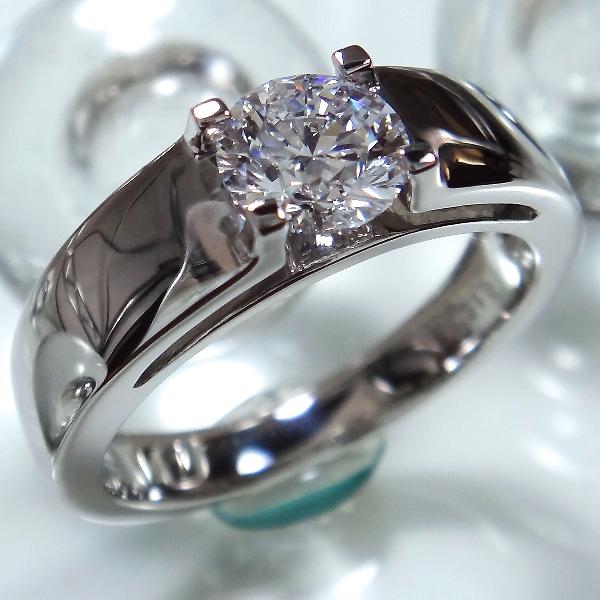 石座の低いデザイン・婚約指輪(エンゲージリング)